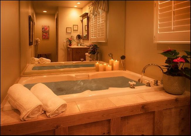 Deluxe King Studio Bath 138-16-38