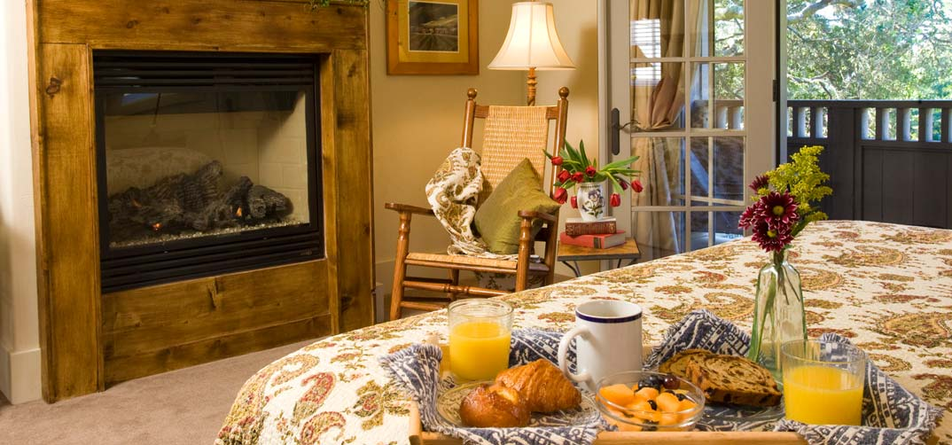 Carmel by the Sea Bed and Breakfast - Breakfast in Your Room