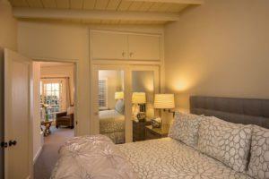 Deluxe 1 Bedroom Suite bedroom with view of living room