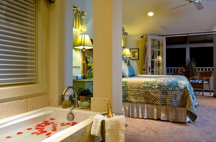 Luxury King Suite bed and spa bath