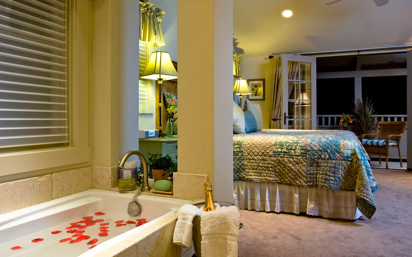 Luxury King Suite bed and spa tub
